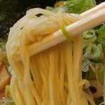 宮崎とんこつ 神楽 - 麺です
