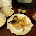 天久 - 天ぷら定食(並)(1700円)