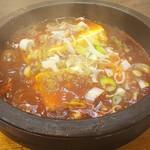 北京厨房 - 料理写真:石鍋入りで煮立つ四川麻婆豆腐