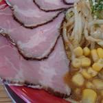 手打ち極太麺 ジョニーの味噌 - 料理写真:辛味噌らーめんチャーシューもりもり。