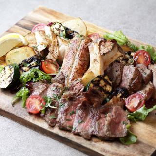 鉄板で焼き上げる本格グリルの肉料理!