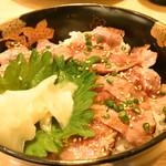 三是食堂 かつどころ - レアステーキ丼(100g)