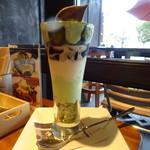 クイーンズ スープ カフェ - 抹茶のパフェ