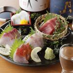 UMAMI日本酒弐番館 - 本マグロ、金目鯛入り、お造り5点盛り