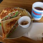 119530517 - アスパラガスとベーコンのモッツァレラ Sandwich