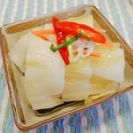 キムチの山田商店 - 12cm角の鉢に半分だけ切って入れた!めちゃいっぱい!