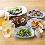 かつはな亭 - 肉串の味噌かつや味噌ポテトなど、おつまみも充実。