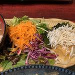 おばんざい鉢屋 - 釜揚げシラスおろし&サラダ