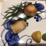 上野 榮 - 鰤の焼き物2種。小ぶりなサイズですが、鰤の旨さと脂の乗り、塩麹、西京みその味わいと、本格的な焼き物です(╹◡╹)