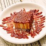 SUZU CAFE - 定番人気の焦がしキャラメルの濃厚チーズケーキ
