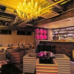 SUZU CAFE - シャンデリアの下で大型宴会を是非◎