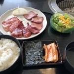 松牛 - 料理写真:上三種盛りランチ