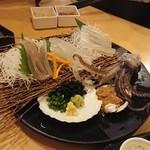 恵比寿 魚一商店 - 泳ぎ活イカ姿造り    2,850円