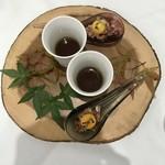 Grand rocher - マグレ鴨のタルタル うずらの卵の卵黄とマッシュルームスープ
