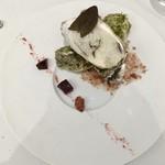 Grand rocher - 北海道産牡蠣のポシェ 牡蠣出汁の泡のソース ビーツのマリネ カシスマスタード