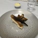 Grand rocher - 真鯛のポワレ マッシュルームペースト きのこのソテー ソース注ぎ前