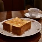 れいの - [左手前]バタートースト@450円│[右奥]ブラジルコーヒー@600円