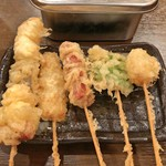 うどんダイニング Yoshi - 串天 おまかせ5本盛り(盛り合わせ串、豚ロース、チョリソー、ししとう、ホタテ)