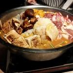 119588467 - 鱧、松茸、牛肉のウニ出汁鍋