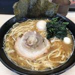 すずき家 - 豚骨醤油ラーメン(中盛)味玉追加 730円 並盛1杯500円クーポン使用