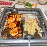 海底撈火鍋 - 2種類の鍋