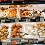 キッチンオリジン - お惣菜コーナーPart3。揚げ物の量り売りもあり。