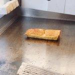 伊勢 プリンと食パンの鉄人 - 鉄板で焼いてるよー