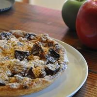 GRANNY SMITH APPLE PIE & COFFEE  - こちらは「クラシックラムレーズン」。味も見た目も違う4種類のアップルパイをご用意しております。