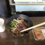 千頭駅売店 - 料理写真:鹿肉うどんとお稲荷さん