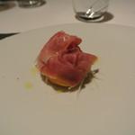 リストランテ カノフィーロ - 柿のオーブン焼き ペコリーノロマーノとアニス、生ハム