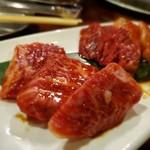 ホルモン肉問屋 小川商店 - 赤身三種