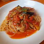 生パスタ専門店センプレ - ツナと茄子の辛いトマトソース