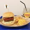 ヤチクロバーガー - 料理写真:バーガーの基本となるヤチクロバーガー。千葉県産八千代黒牛を贅沢に使用した国産牛100%パティを使用しています。イートインだと、全てのバーガーにポテトorサラダとドリンクがセットになってお得です!