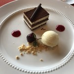 119618664 - 最後のデザート。チョコレートが美味。