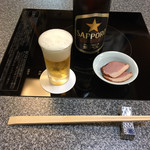 京のつくね家 - ビールを頼んだら鴨が肴についてきました。
