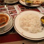 シブシャンカル - 日替わりランチ・ライス(白ご飯)のセット550円。大盛りサイズです。外米特有の香りと食感がカレーによく合います。インド風チャーハン(ビリヤニ?)のミニサイズ付き!