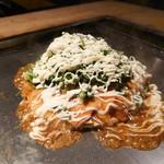 栄八 - チーズお好み焼き