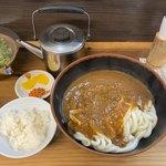 牧のうどん - カレーうどん@590半ご飯とお漬物は付いてます、薬罐はお茶じゃなくてうどんのスープ。