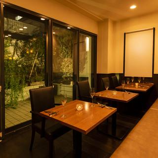 ★優雅な半個室完備★テラスに面した雰囲気抜群の半個室席を用意