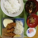 めし処銭屋 - カキフライ定食550円。カキフライが小さくなったような気がする(^_^;)