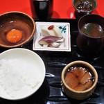 にくの匠 三芳 - 食事 白ご飯 トリュフ玉子 香の物 赤出汁 神戸牛ヒレ昆布巻き