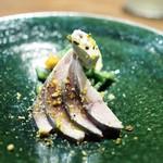 リョウリヤ ステファン パンテル - 長崎産サバのマリネ ポン酢ジュレ 柚子風味のクリーム 柿と豆のサラダ仕立て