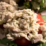 ア・ラ・カンパーニュ - バゲットの上にトマト、レタス、鶏肉が乗せてあります。これがめちゃ美味いっ!