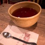 ア・ラ・カンパーニュ - 紅茶は更にたっぷり。大きなボウルに入ってきました。