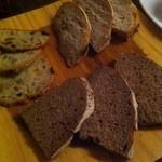 和酒バル KIRAZ - 特別パーティ料理: 岐阜のパン