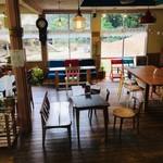 カフェ デルファ - 静かなくつろぎ空間