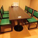 津々浦々 - テーブル席