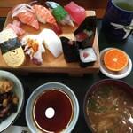 満月 - 料理写真:すし膳(A) 1,000円(税別)