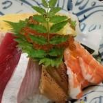 博多 赤らく - 海鮮丼、アップ。