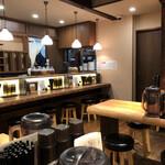 四川担々麺 赤い鯨 - 店内の様子